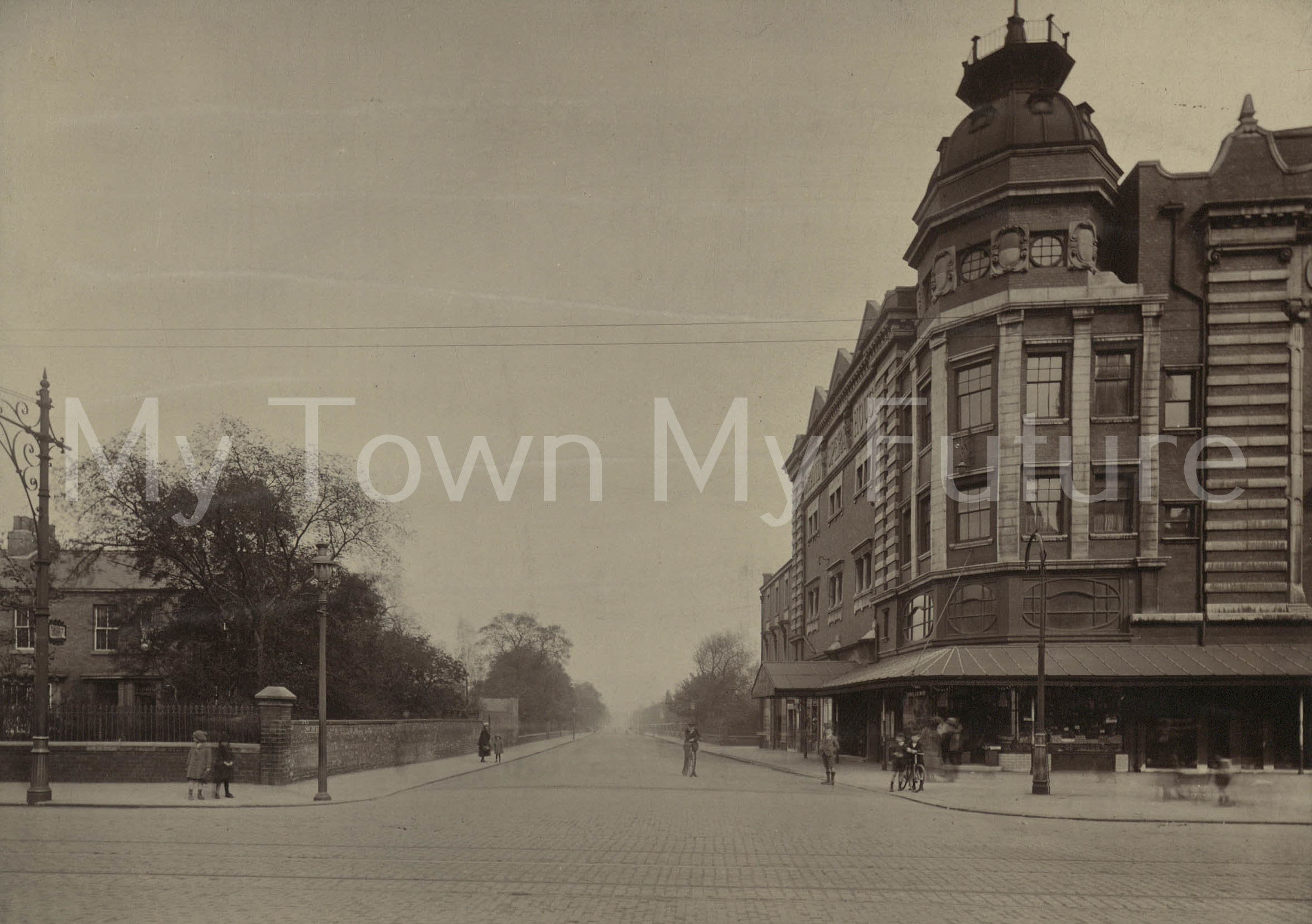 .A photo of the Grand Opera House looking from Linthorpe Road into Southfield Road