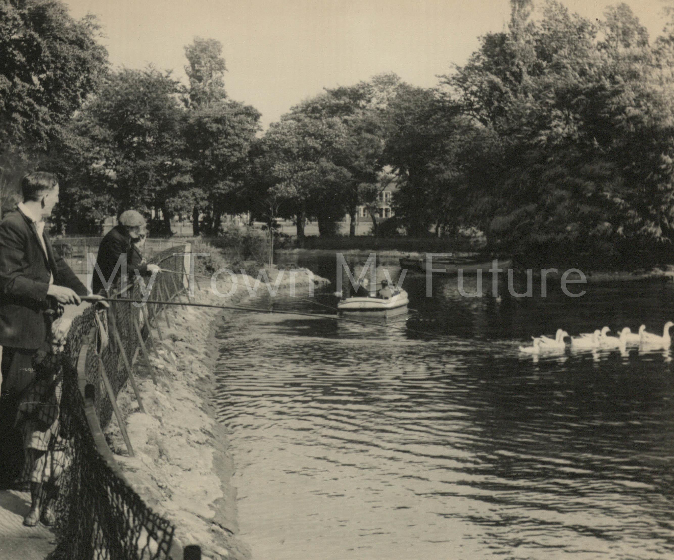 Albert Park - People at the Lake, Evening Gazette