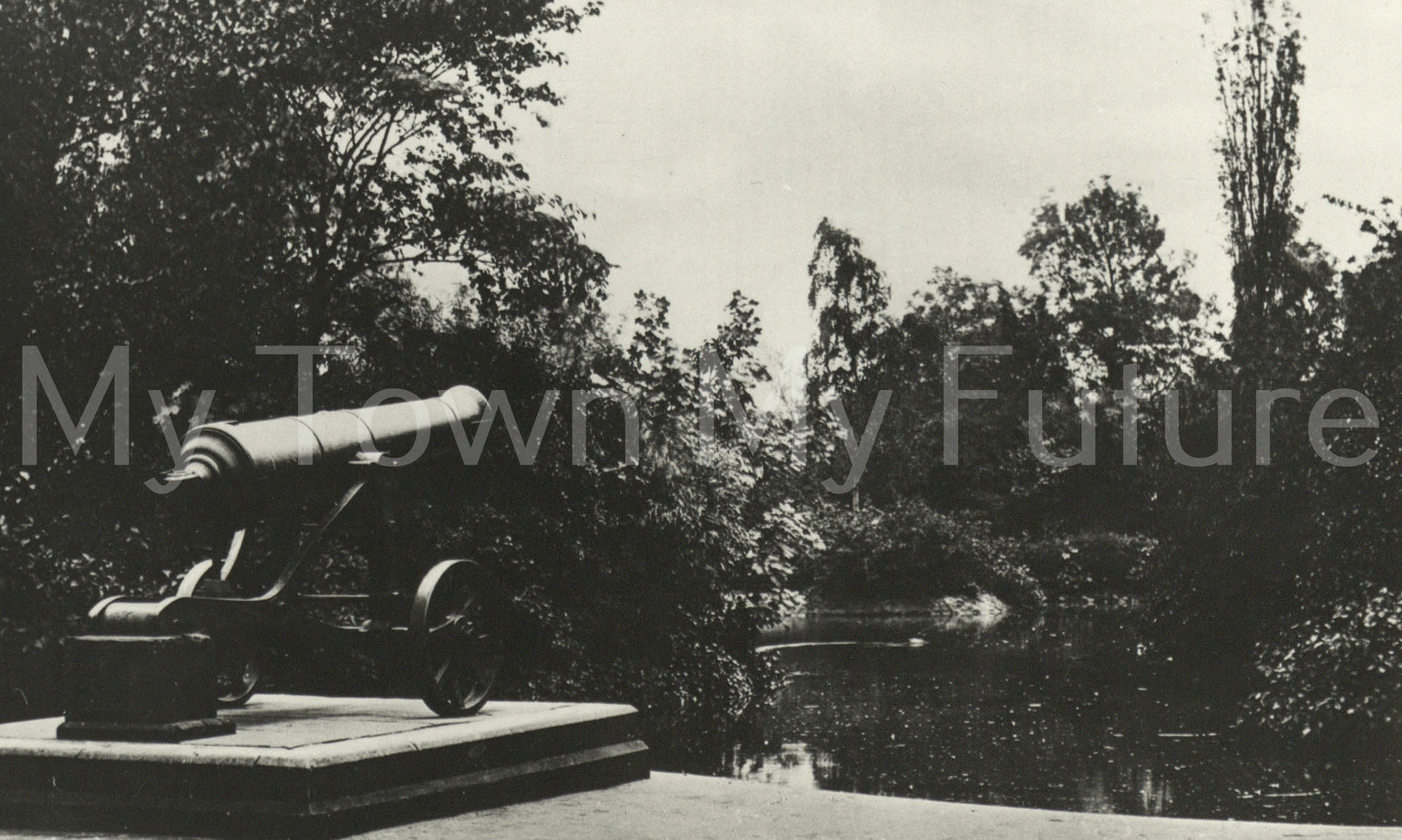 Albert Park - Russian Cannon (Sebastopol) and Small Lake - Postcard - Paul Stephenson