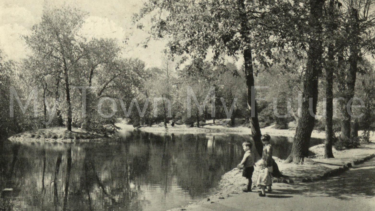 Albert Park - Postcard - The Lake, postmarked September 1948 - Valentine Series - Dundee