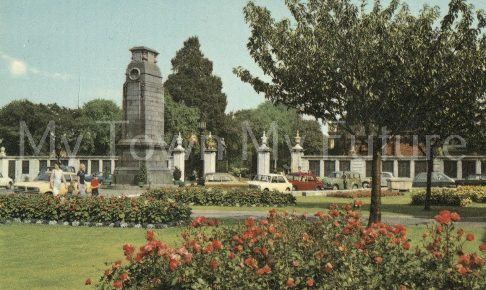 Albert Park - Postcard - War Memorial - ETW Dennis, Scarborough
