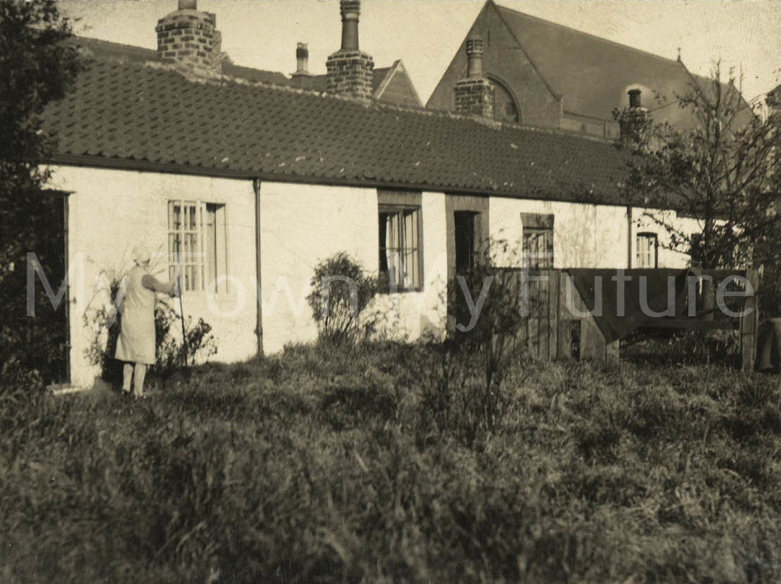White Cottages, St Barnabas Road, Linthorpe, Middlesbrough (1930). Front to Chipchase Road.