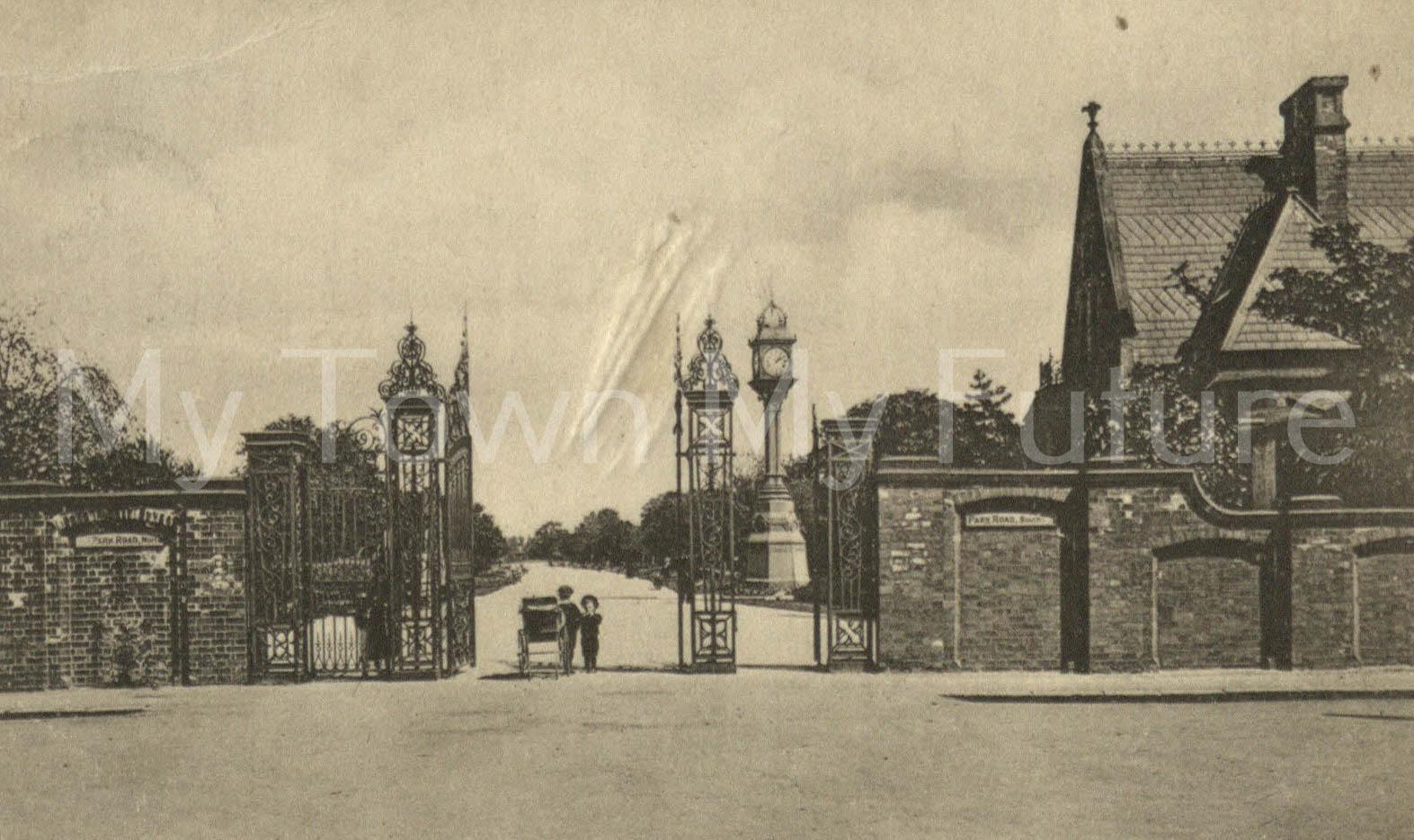 Albert Park - Postcard - Park Gates - to Miss ER Smith, Valentine Series - Dundee