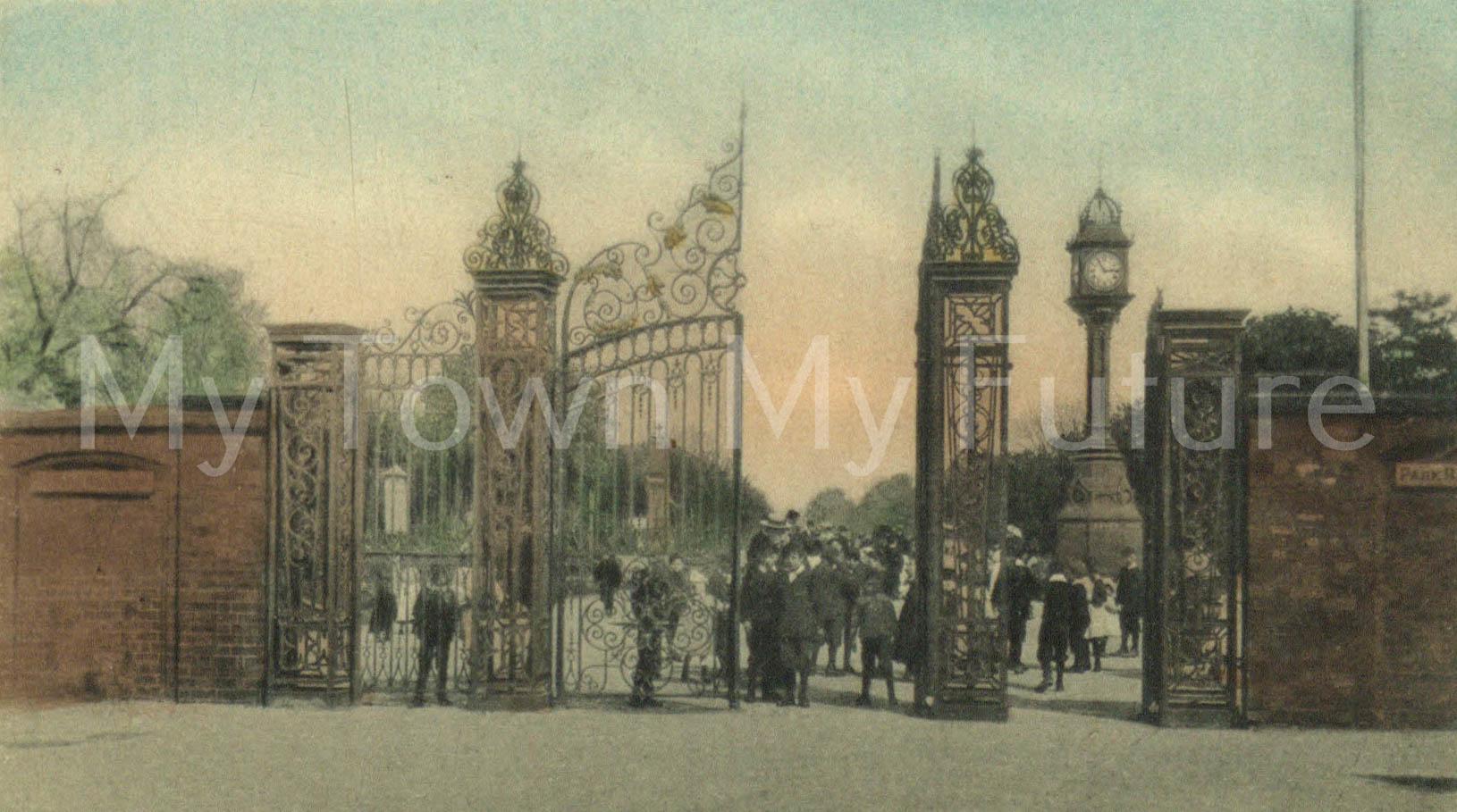 Albert Park - Postcard - Park Gates, RSK Series