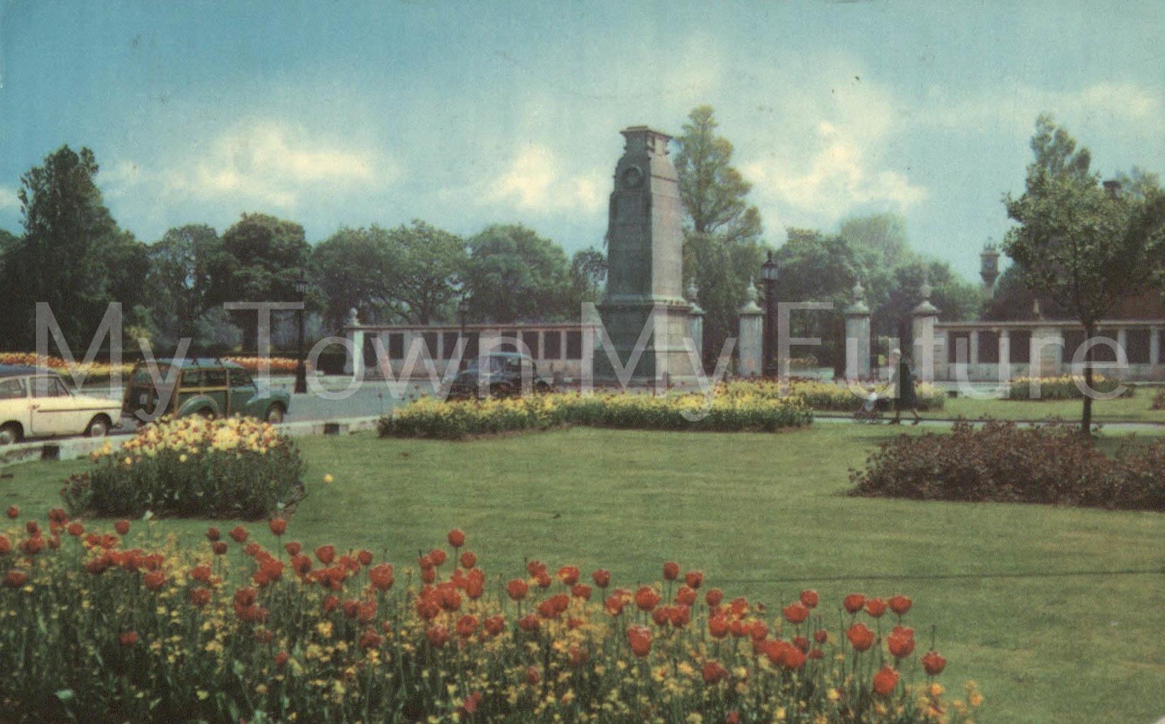 Albert Park - Postcard - near Cenotaph - to Mrs W Crowther, Postmark - 1970s