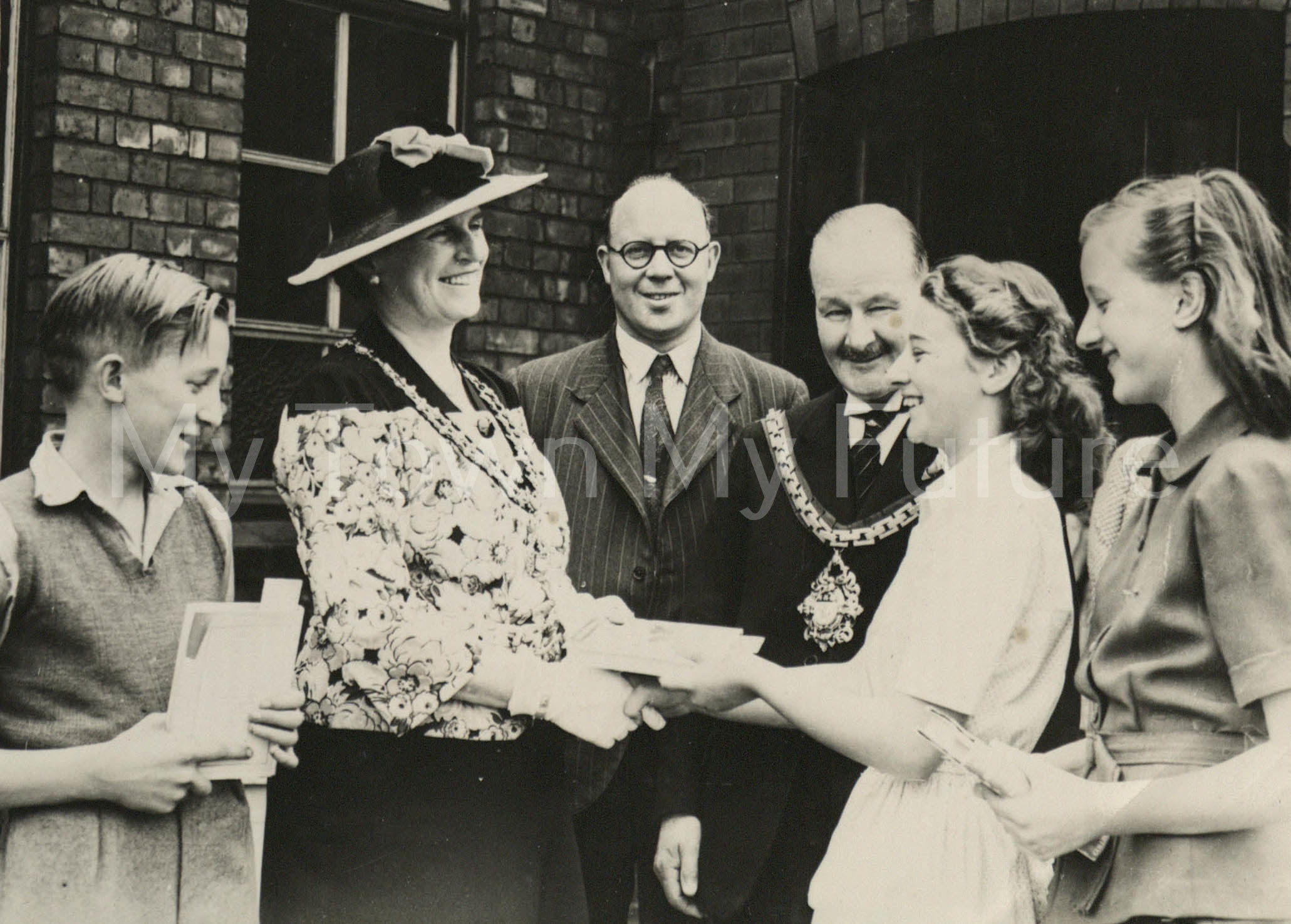 VE Day 1945 with Mayor and Mayoress presentation June 1945